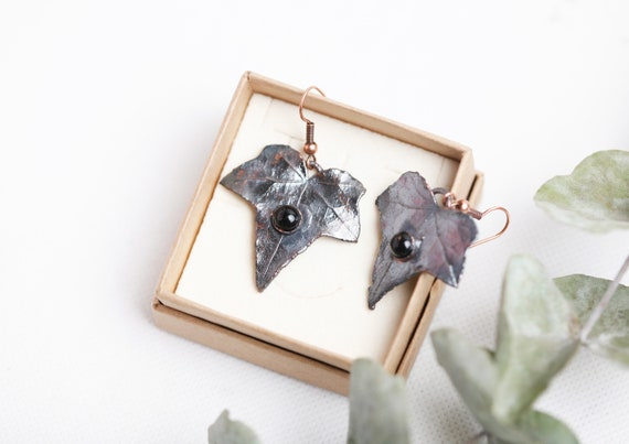 Earrings ivy leaves in patinated copper - Black Onyx