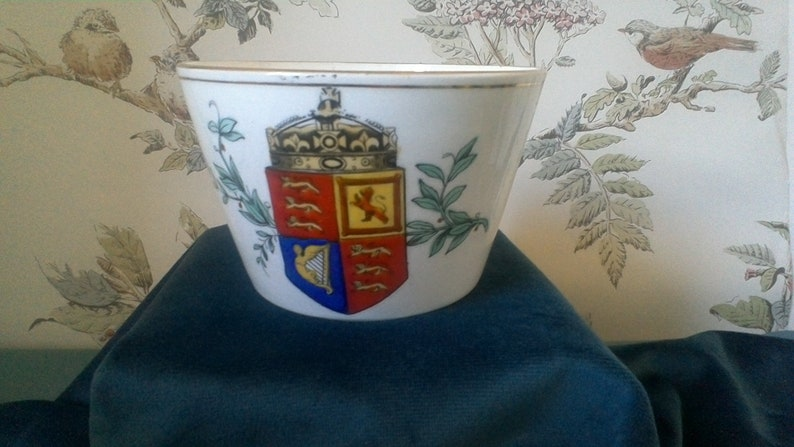 Queen Victoria/'s jubilee 1887 6.5 cms tall 10 cms diameter.. Transfer printed and hand coloured Rare Commemorative bowl