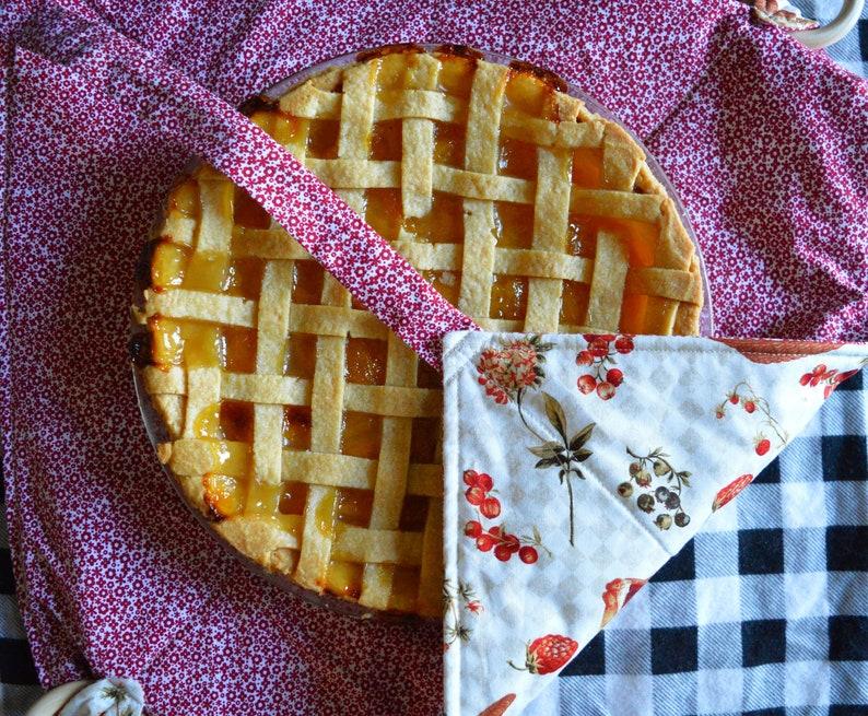 Hostess Gift Housewarming Pie Carrier or Casserole Carrier \u2022 Insulated and Heatproof \u2022 Bridal Shower Gift Baker Gifts