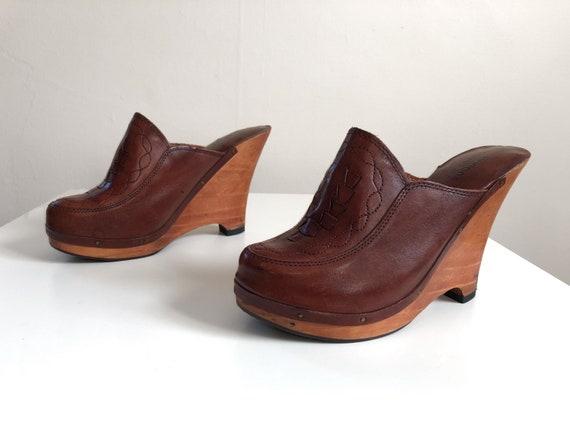 Vintage 1970s platform wedge heel clogs | '70s Bra