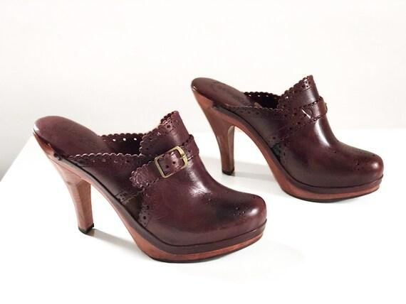 Vintage 1970s burgundy wine leather high heel clog