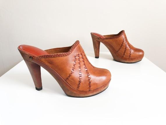 Vintage 1970s caramel leather platform clogs with
