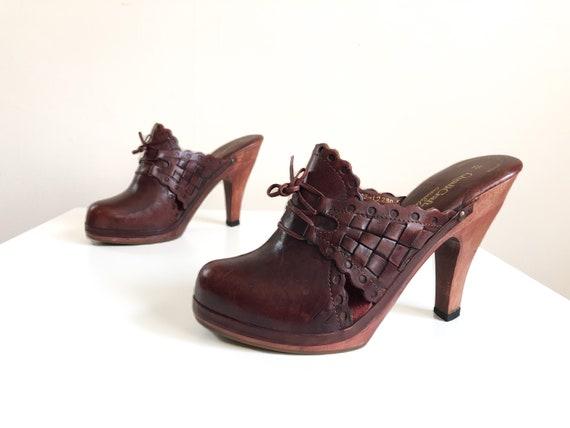 Vintage 1970s burgundy woven leather high heel pla
