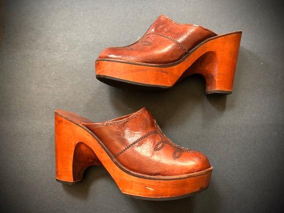 Vintage 1970s wooden platform clogs | 70s leather