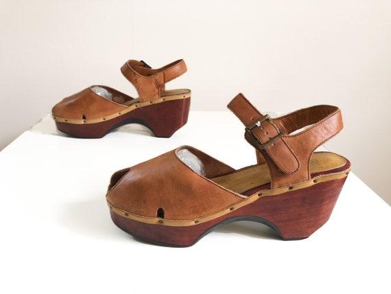 Vintage 1970s Brazilian leather & wood platform sa