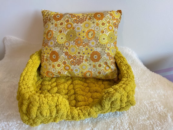 Crochet Dog or Cat Bed and Pillow Set