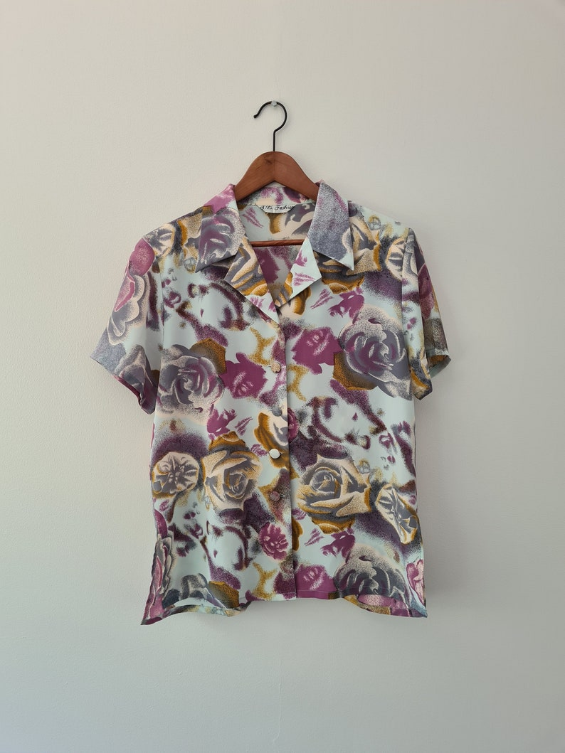 rose pattern Size 12 Medium 70s Abstract blouse