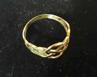 Fabulous 9ct Gold Vintage Celtic ring