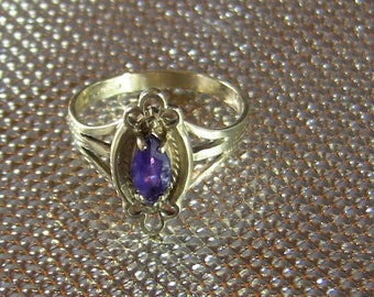 Vintage 9ct gold and Marquise cut natural Amethyst ring.