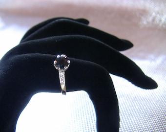 Stunning 18ct Sapphire and 6 Diamond Platinum Ring