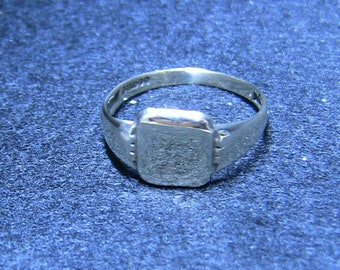 Women's 9ct Square Signet Ring Vintage Solid gold Ladies
