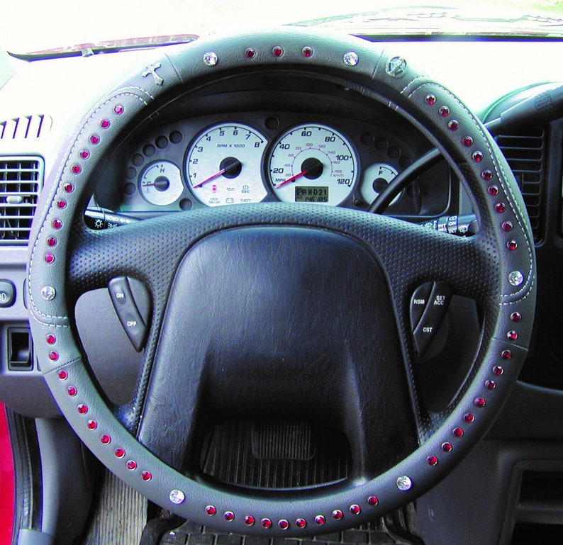 A  Gray leather with stitching  TravelRosary steering wheel image 0
