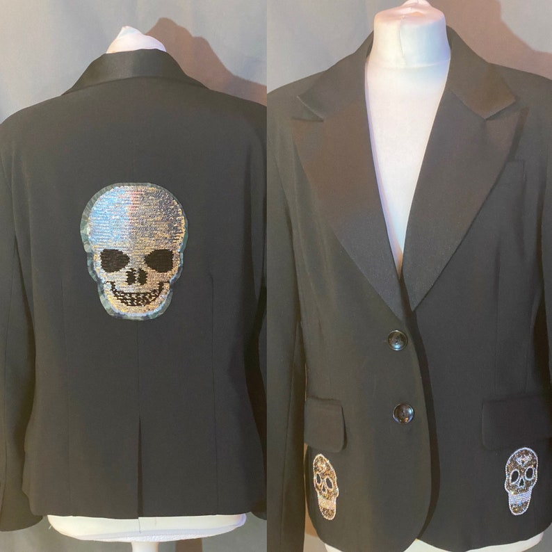 21 POUNDS use discount code FIFTYPERCENTOFF black blazer with silver skulls size 16