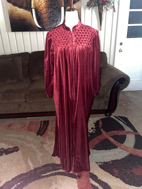"""1970's """"Saybury"""" Velvet Robe~ Size M/L"""