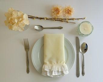 Cloth napkin with ruffles