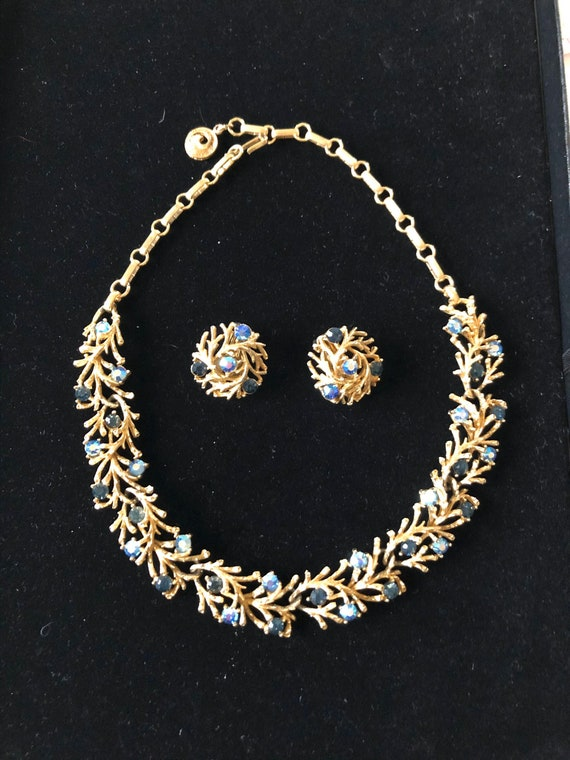 Lisner 1950s Necklace and Earrings Set