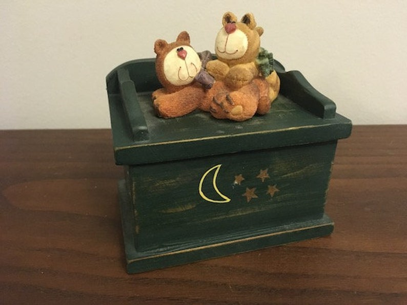 Vintage Classic Retro Small Wooden Box 2 TEDDY BEARS On Top Hand Painted Perfect For Any Decour!