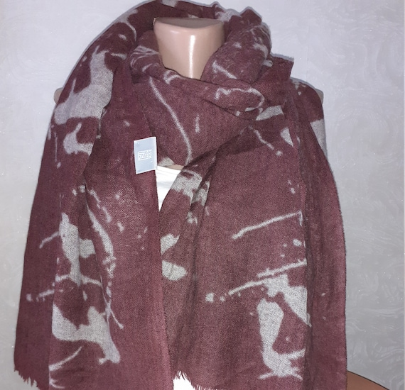 NILE Vintage. Large long wool scarf shawl for wome