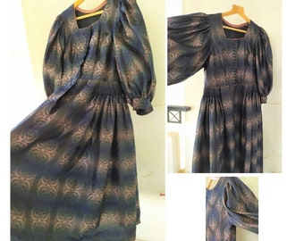 Abstract Dress 80's Sleeves  Puffed on the Shoulders All Puffed up  Fully Lined Pristine Condition Medium size