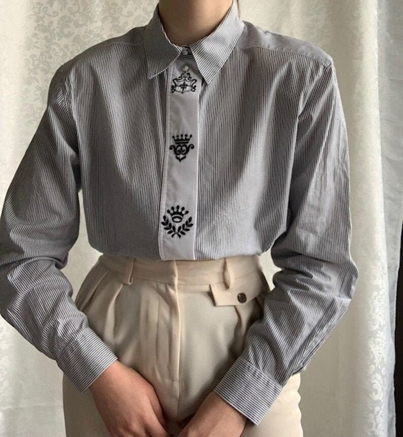 fits M Vintage Erfce Jeunesse classic grey black and white striped blouse with silver buttons shoulder padding and embroidery