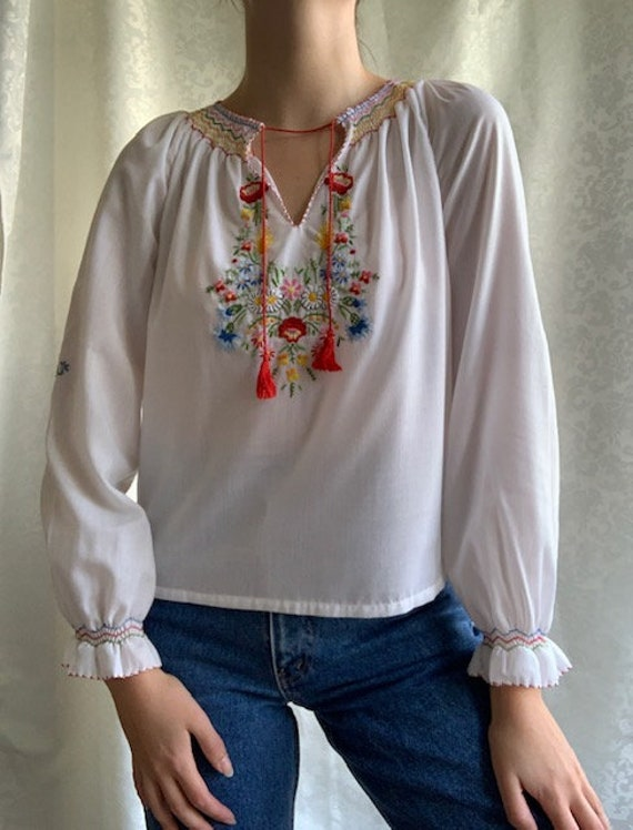 Vintage Hungarian hand embroidered white cotton b… - image 4