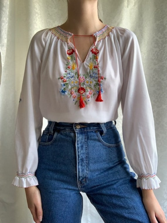 Vintage Hungarian hand embroidered white cotton b… - image 3