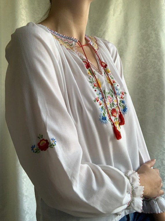Vintage Hungarian hand embroidered white cotton b… - image 2