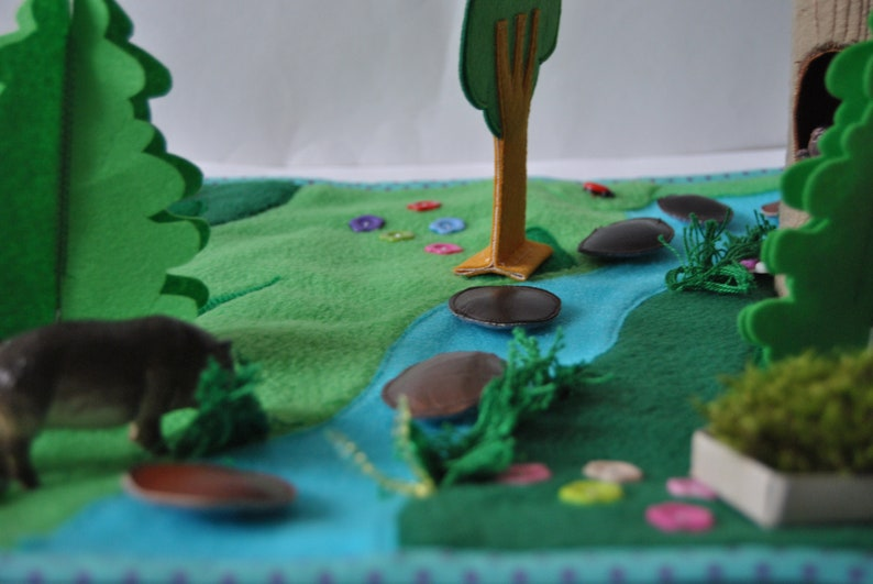 Felt play mat woodland toddler travel game