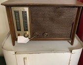 Vintage Zenith Am FM Tube Type Table Radio Model N731. Works.