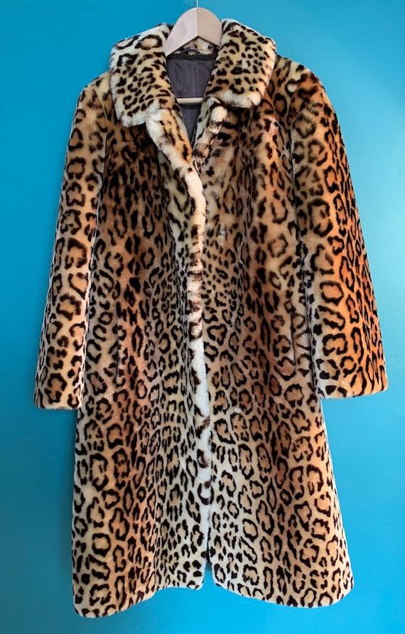Beautiful Leopard print faux fur coat