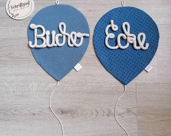 2 Ballons mit 2 Schriftzügen aus Wolle