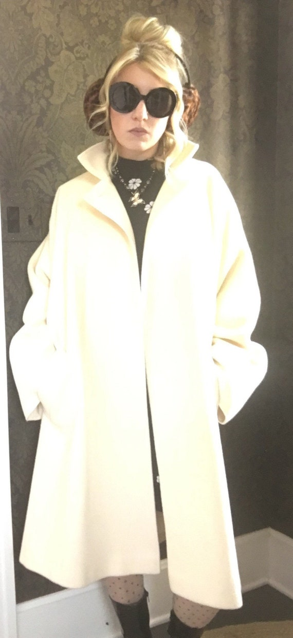 Luxurious Vintage 1970's Oversized Cream Larry Lev