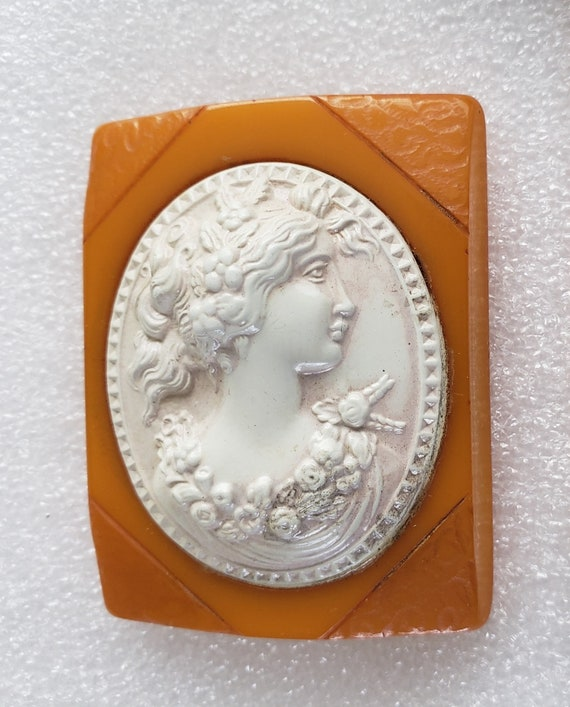 Bakelite & Celluloid Butterscotch Cameo Pin