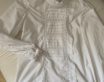 Early 80s Laura Ashley Victorian style white blouse, with embroideries and typical collaret, long sleeves, medium