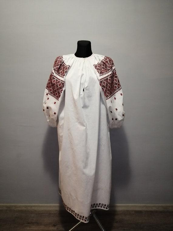 Vintage traditional Ukrainian embroidered dress V… - image 2