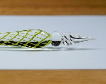 Glass Quill, clear glass with green threads