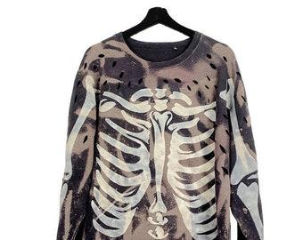 Kalafaker (XXL) Vintage 00s Custom | Long sleeve sweatshirt, round neckline, straight cut, stencil, acid wash and feather.