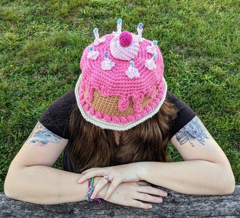 CROCHET PATTERN Party Cake Hat