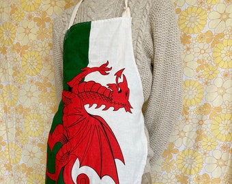 Welsh flag apron, welsh dragon apron, Wales apron, upcycled vintage apron, retro apron, kitsch apron, recycled vintage, welsh gift, Wales