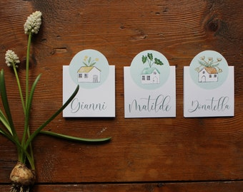10 paper place cards with a little cottage with plants on the roof. Customization with guests names and if you want, the date of the event.