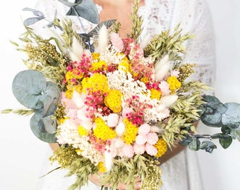 Bouquet of dried flowers with eucalyptus pastel tones