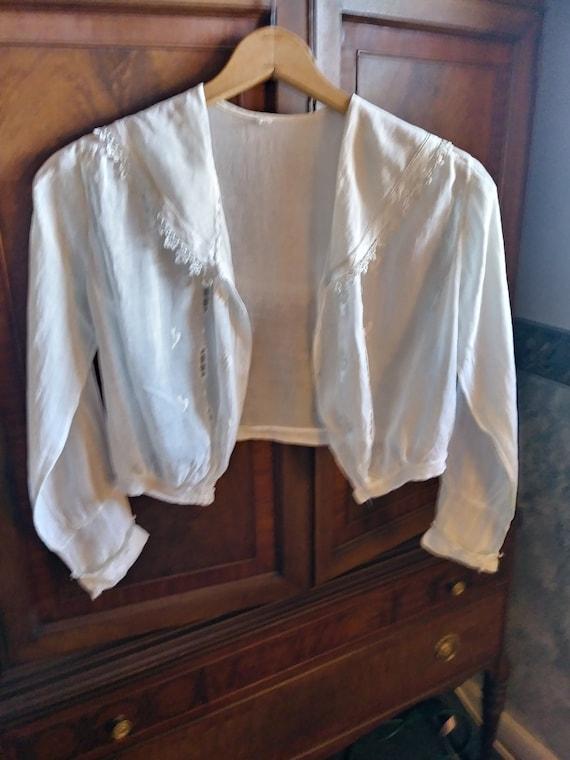 Antique Edwardian Lace Trimmed Women's Blouse - image 3