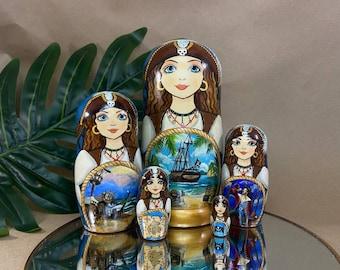 5 piece Nesting doll, Babushka doll, Russian Doll, Traditional Russian matryoshka, nesting dolls