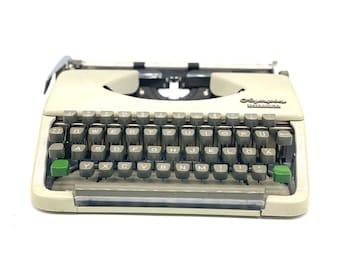 Typewriter Olympia Splendid 33 vintage decoration gift friends typewriter cream typewriter made in Germany Kramurilove