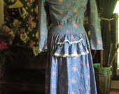 Gunne Sax Victorian Vintage 1970s Calico Prairie Dress, Lace Collar Bustle