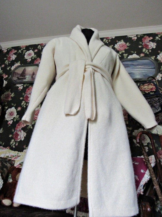 Cottagecore Cozy Vintage Soft Ivory Lambswool Ang… - image 1