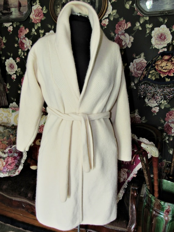Cottagecore Cozy Vintage Soft Ivory Lambswool Ang… - image 10