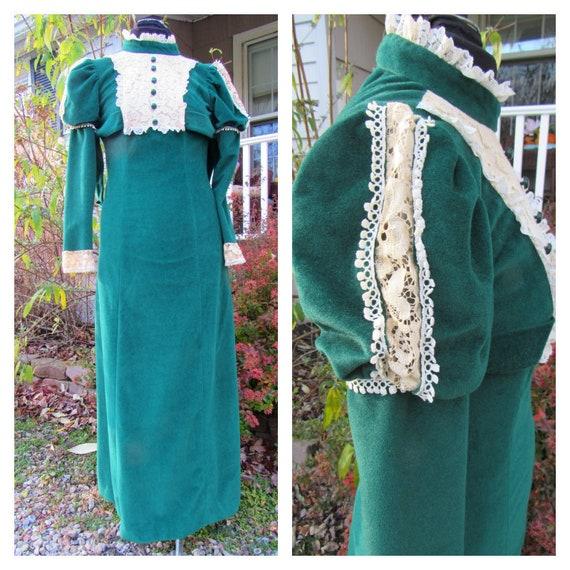 Emerald Vintage ILGWU 1970s Victorian Lace & Velou