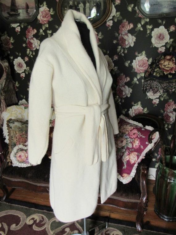 Cottagecore Cozy Vintage Soft Ivory Lambswool Ang… - image 3