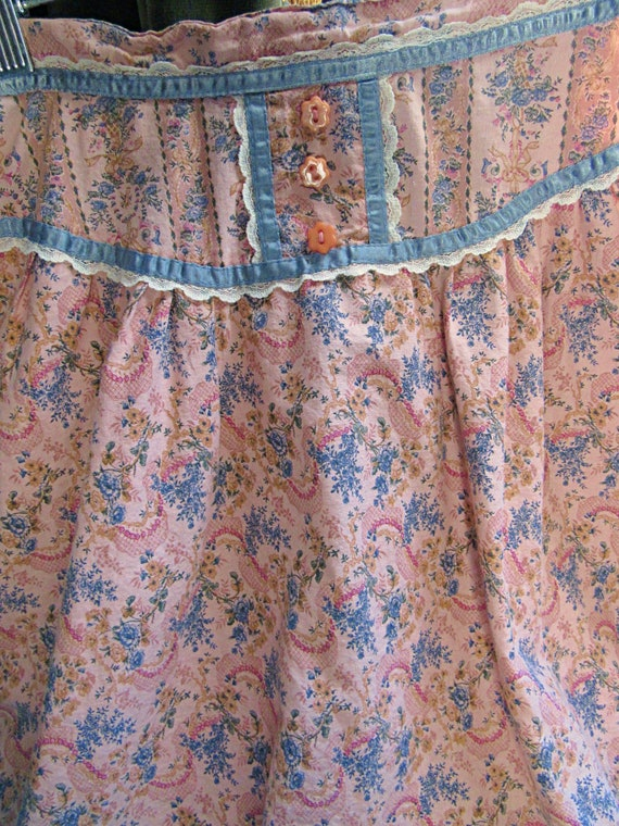 Romantic Victorian Wallpaper Floral Calico Gunne … - image 8